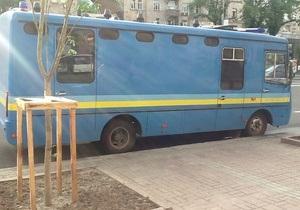 К зданию Киевсовета стягивают Беркут