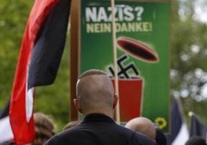 СМИ: Одну из деревень на востоке Германии захватили неонацисты