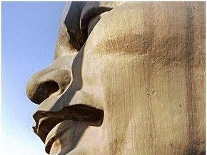 В Киеве демонтируют восемь памятников Ленину
