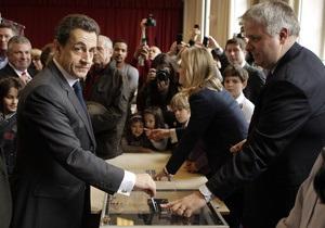Саркози проголосовал во втором туре выборов президента Франции