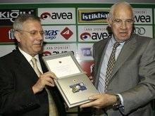 Арагонес официально представлен в качестве тренера Фенербахче