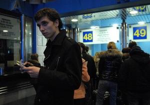 Глава МВД обещает разобраться с перекупщиками ж/д билетов в Киеве