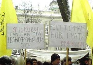 Львовская милиция помешала вручить Януковичу лоток яиц