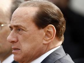 Берлускони заплакал во время похорон жертв землетрясения