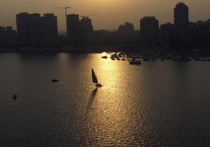 В Египте автобус упал с парома в Нил: погибли 43 человека