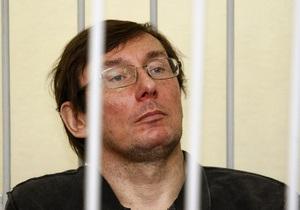 К Луценко в суд приезжала скорая помощь