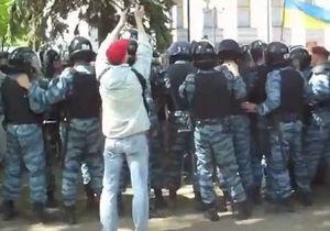Участники Дня гнева подрались с бойцами Беркута под зданием Верховной Рады