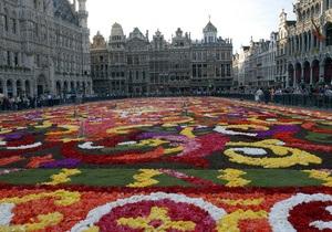 На центральной площади Брюсселя появился огромный цветочный сад