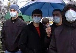 Украина на карантине: люди в масках провели акцию у стен Администрации Президента