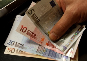 Греция намерена урезать пенсии на тысячу евро и поднять цены на топливо - СМИ