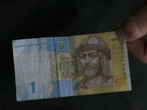 Падение гривны продолжается: в обменниках доллар продают по девять гривен