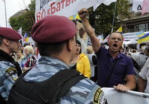 Возле Печерского суда проходят митинги сторонников Тимошенко и ее оппонентов