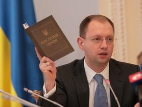 Опрос: В Украине растет количество сторонников Яценюка