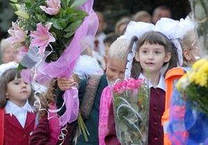 Азаров примет участие в празднике первого звонка в селе Счастливое Киевской области