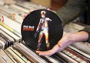 Выставка Боуи еще до открытия побила рекорды по проданным билетам