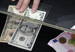 Украинские банкиры попросили у властей упростить покупку валюты во время Евро-2012