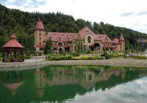 СМИ: На территории резиденции Януковича в Карпатах строят гостевой дом за 17 млн грн