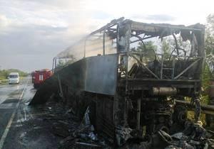 В Запорожской области дотла сгорел двухэтажный автобус