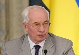 Азаров призвал  сторонников революций  немножко остыть