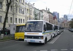 Полсотни автобусов со спецназом заполнили близлежащие к Майдану улицы