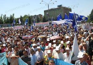 В Запорожье проходит массовая акция протеста рабочих местных заводов