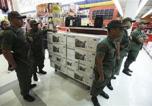 В Венесуэле военные закрыли магазины, повысившие цены