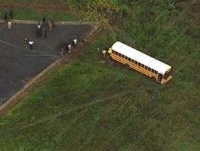 Обнаженный американец захватил школьный автобус