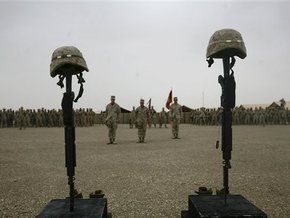 Британец вытатуировал на теле имена 223 погибших в Афганистане солдат