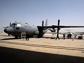 В Индонезии военно-транспортный самолет рухнул на жилые дома: не менее 68 человек погибли