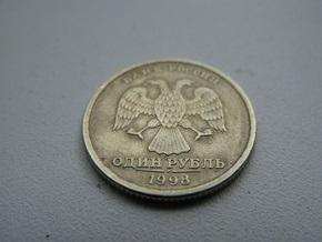 Рубль рекордно растет к доллару: ЦБ РФ покупает валюту, чтобы ограничить рост