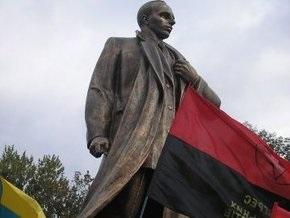 В Тернопольской области открыли памятник Бандере