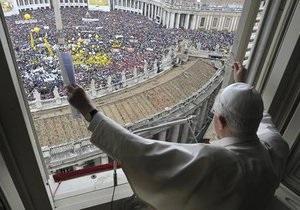 Папа Римский Бенедикт XVI практически ослеп на один глаз
