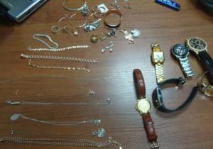 Милиция просит установить владельцев украденных в Борисполе вещей