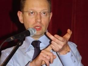 Яценюк считает неактуальными вопросы русского языка, вступления в НАТО и признания ОУН-УПА