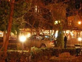 Во Львове подросток за рулем автомобиля отца врезался в несколько машин и въехал в кафе