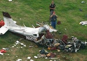 В США легкомоторный самолет упал на жилой дом