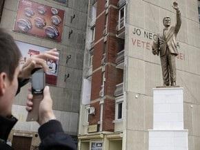В столице Косово установили памятник Биллу Клинтону