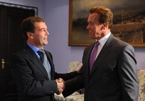 Медведев ответил на предложение Шварценеггера покататься на лыжах