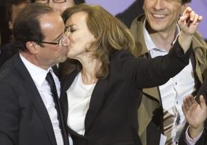 Французского журналиста уволили за оскорбление спутницы Олланда