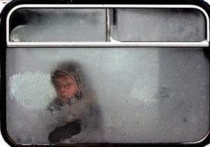 Из-за снегопада в Украине задерживаются поезда, перекрываются дороги и закрываются аэропорты