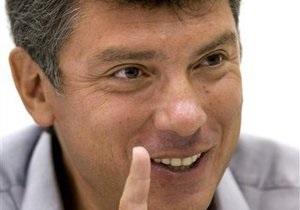 Немцов: Лидер вчера плакал, окруженный нашистами, гопотой и чекистами