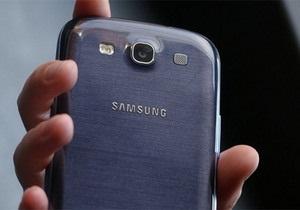 Samsung объяснила свою привязанность к пластмассовым телефонам
