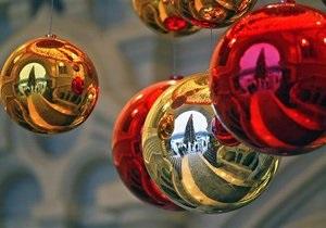 В Эстонии ветер повалил на детей главную рождественскую ель страны