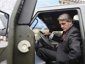 Президент проехал по Крещатику на новейшем бронетранспортере