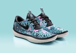 Nike выпустил кроссовки с гавайским принтом