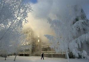 В российском городе на уборку снега вышли чиновники
