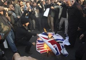 Иран запретил иностранцам освещать митинги у британского посольства