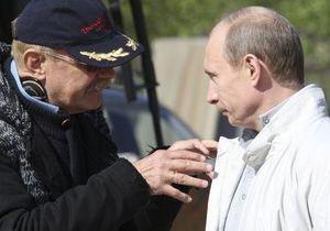 На теледебатах вместо Прохорова выступила его сестра, вместо Путина - Михалков