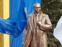 Ивано-Франковский облсовет призвал народ пожертвовать на памятник Бандере