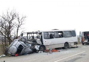 ДТП в Крыму произошло из-за гонок двух джипов - СМИ